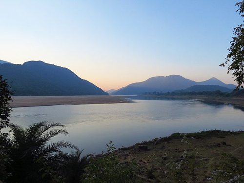 800px-1_Mahanadi_River_near_Satkosia_Tiger_Reserve_Tikarpara_India_2012